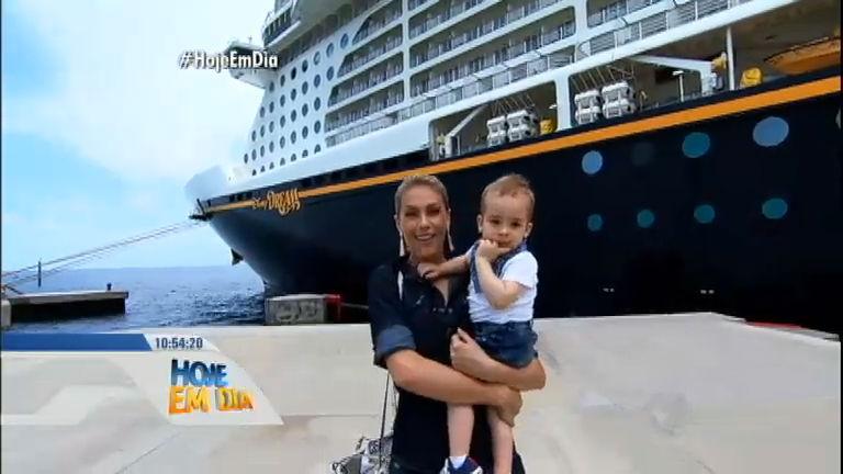 Ana Hickmann embarca com o filho no Cruzeiro da Disney ...