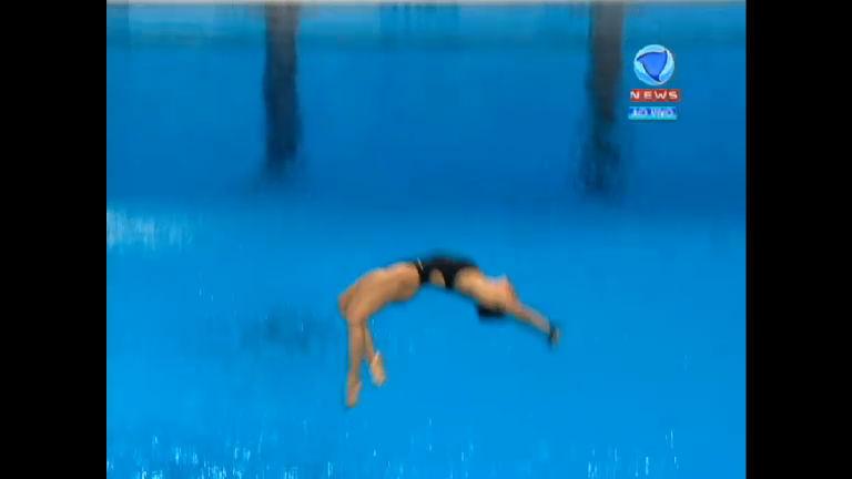 Essa doeu! Na plataforma de 10m, musa do salto brasileiro erra e ...