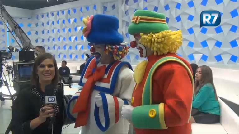 R7 conversa com Patati & Patatá e Gugu nos bastidores do programa