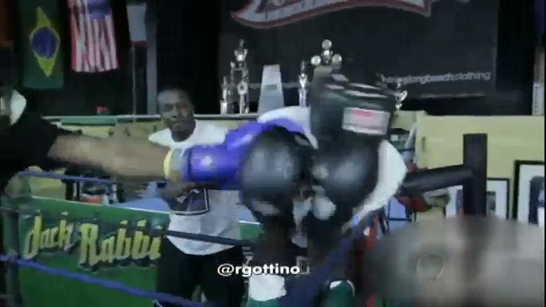 Pai obriga o filho a lutar com boxeador após garoto bater em ...