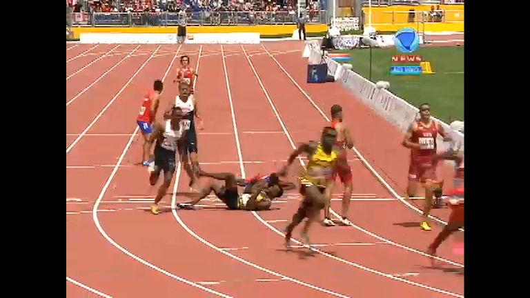 Essa doeu! Tropeço duplo derruba atletas no revezamento 4x400 m ...