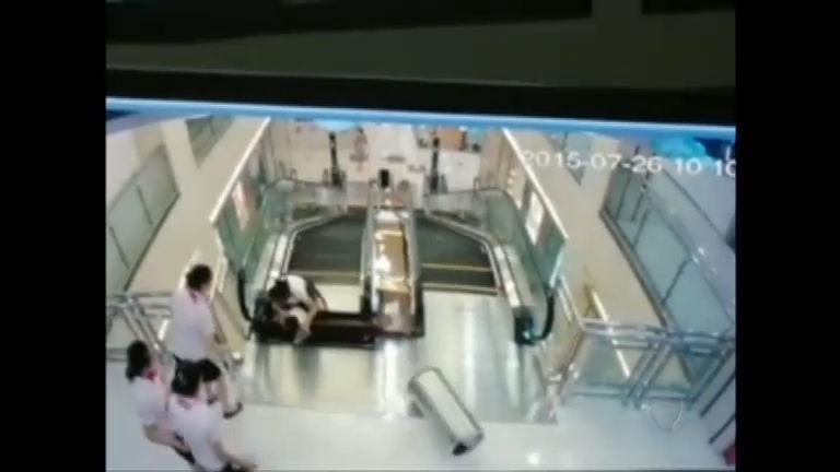 Imagens fortes: mulher sofre acidente e morre em escada rolante na ...