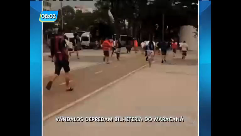 Por falta de ingressos para jogo de Flamengo e Santos, torcedores depredam bilheteria do Maracanã