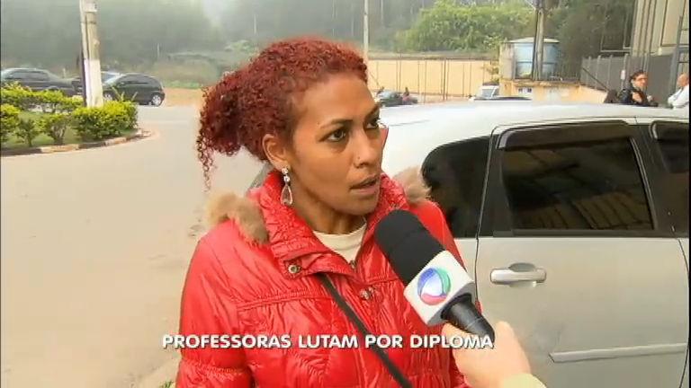 Professoras lutam para receber diploma na Grande São Paulo ...