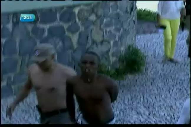 Assaltante é preso após fugir para o mar depois de assaltar turistas ...
