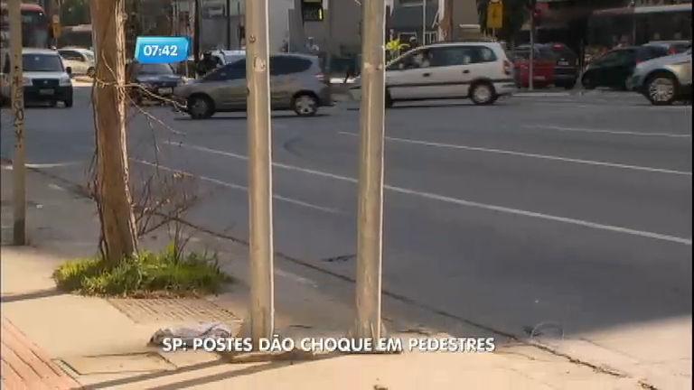 Postes de iluminação dão choques em pedestres na avenida Faria ...