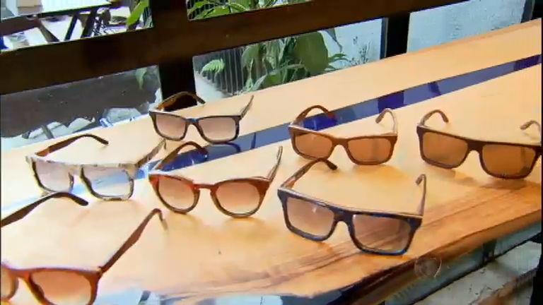 75b516f23 Ideia sustentável: empreendedores apostam em óculos de madeira - RecordTV -  R7 Fala Brasil