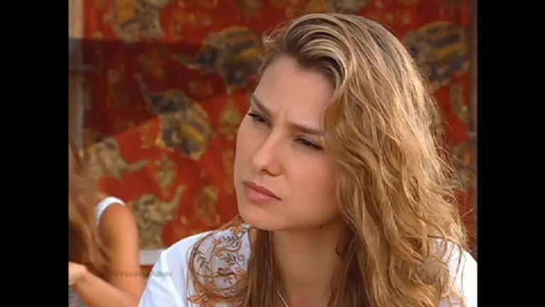 Aflita, Clarice desabafa com Teresa