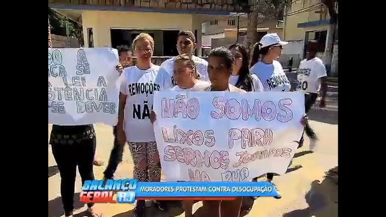 Moradores protestam contra demolição de casas na Ilha do ...