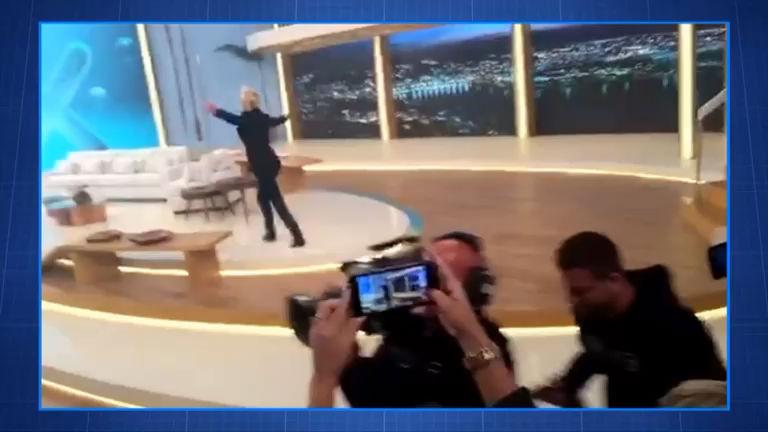 Bárbara Borges grava os bastidores do programa de estreia da Xuxa