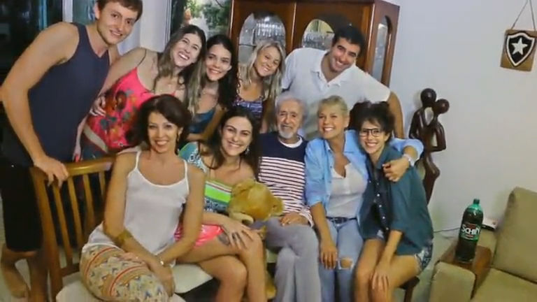 Toc Toc: Xuxa surpreende fãs com visita após recados na internet ...