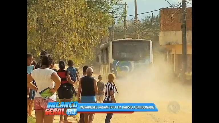 Falta água, luz e saneamento em bairro de Queimados, Baixada ...