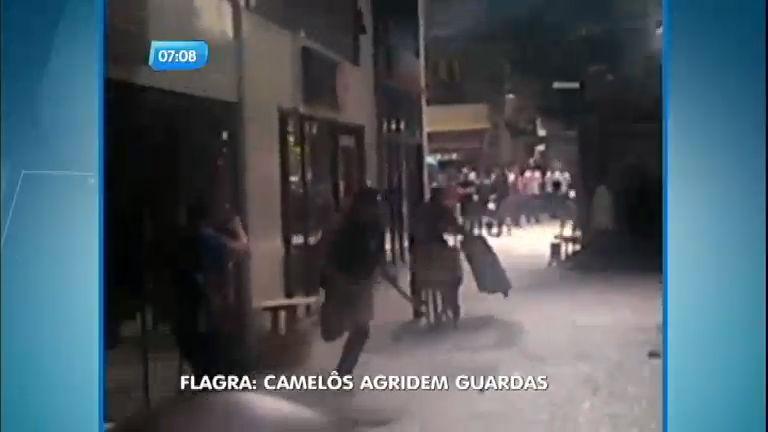 Camelôs atacam guardas municipais no Rio de Janeiro