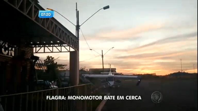 Piloto perde controle e bate avião em cerca durante pouso em Minas Gerais
