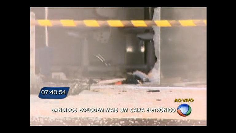 Ladrões explodem caixas eletrônicos no SIA mas não conseguem levar o dinheiro