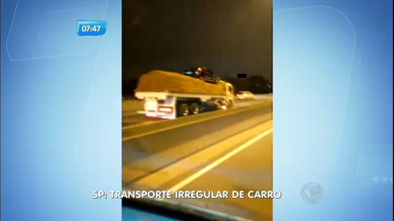 Flagra: caminhão transporta carro irregularmente na marginal Tietê
