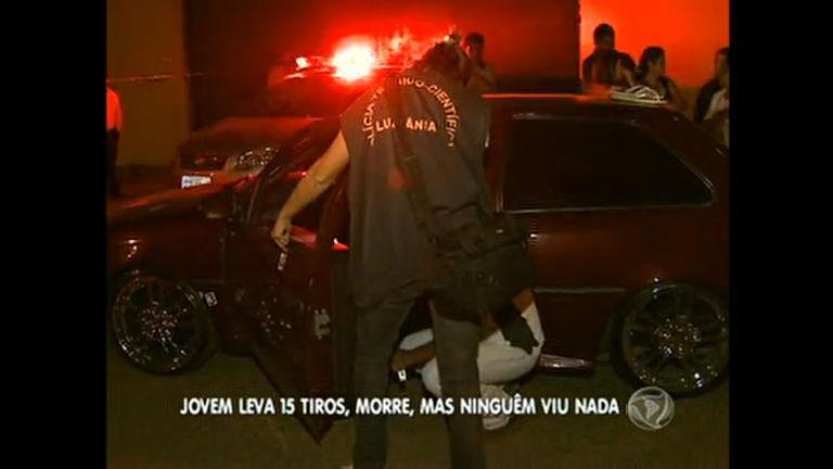 Jovem é assassinado a tiros dentro do carro em Luziânia