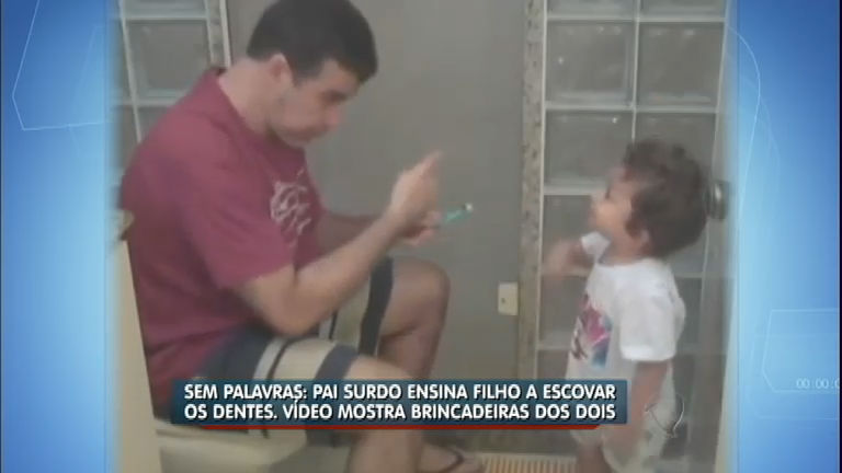 Que fofura! Pai surdo ensina o filho a escovar os dentes - Rede ...