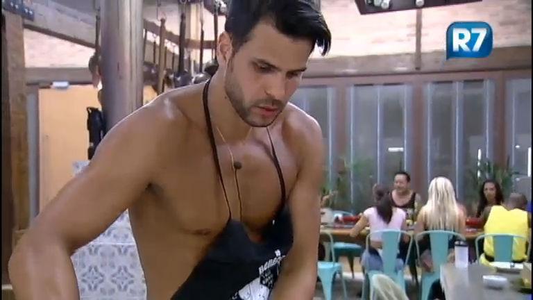 Marcelo comanda o fogão na sede