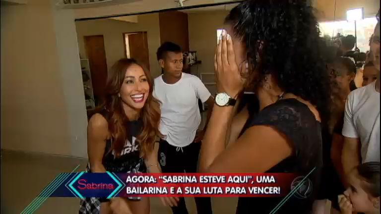 Sabrina e Sheila Mello invadem academia de dança e surpreende ...