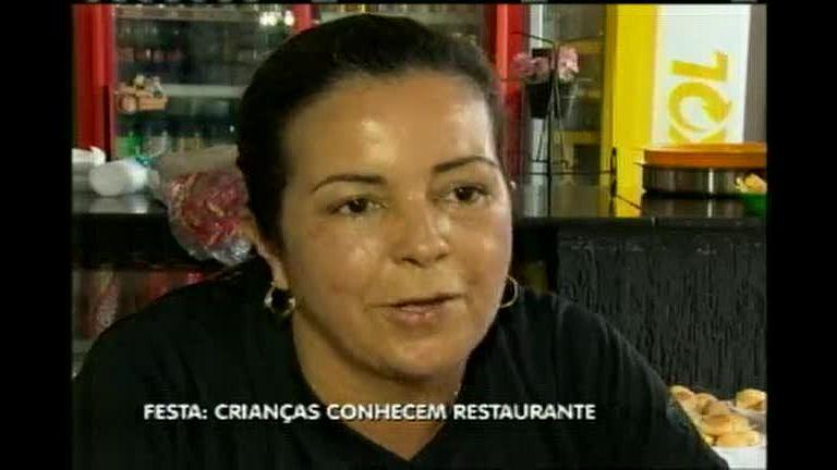 Crianças de creche conhecem restaurante - Minas Gerais - R7 MG ...