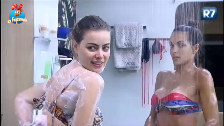 Só corpão! Não existe banho frio com Rayanne e Carla Prata - A ...