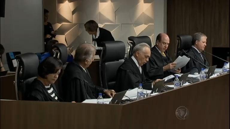 Tribunal de Contas da União reprova contas do governo Dilma de ...