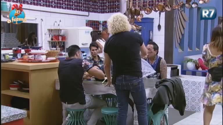 """Peões chamam apresentador de """"Simpático Sinistro"""" - A Fazenda ..."""