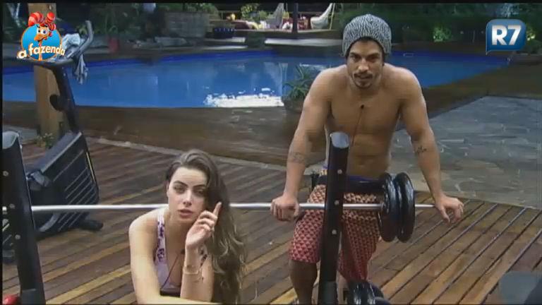 Rayanne fica irritada ao se sentir pressionada a ficar com Douglas ...