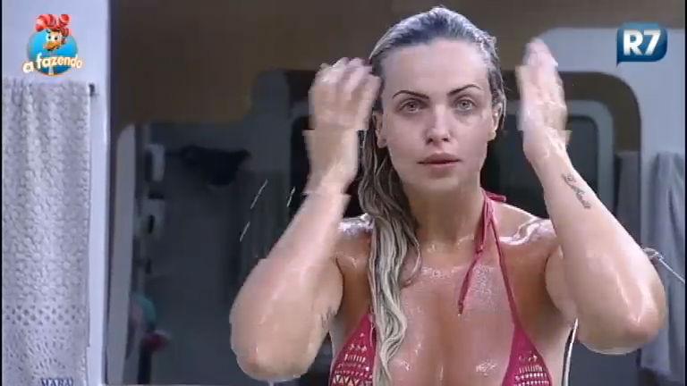 Veridiana toma banho de canequinha antes da temida Roça - A ...