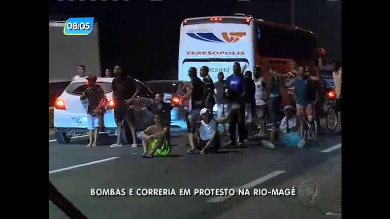 Pedágio Magé: em novo protesto homem é preso e menor apreendido