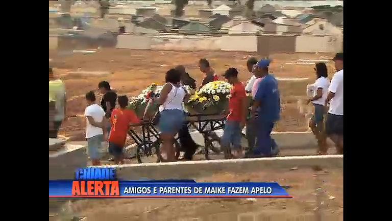 Amigos e familiares se despedem de jovem morto no Chapadão com gritos de justiça