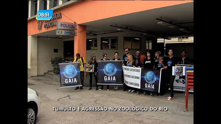 Ativistas protestam por melhorias no zoo do Rio e são agredidos por ...