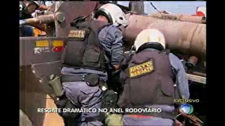 Equipes fazem resgate dramático no Anel Rodoviário - Minas Gerais