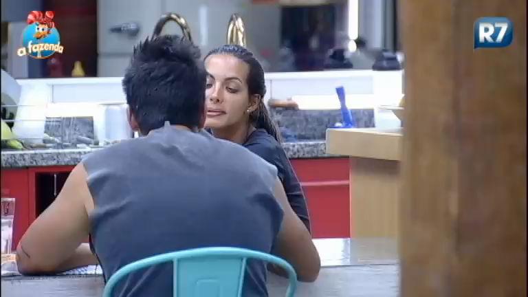 """"""" Tá rolando movimentação de madruga"""", dispara Thiago sobre Li e JP"""