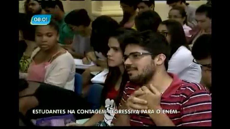 Estudantes na contagem regressiva para o Enem