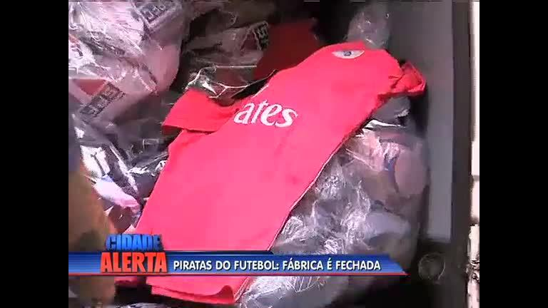 Polícia fecha fábrica de roupas piratas, no Jacaré - Rio de Janeiro ...