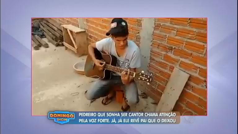 Pedreiro com voz impressionante e que sonha em ser cantor recebe ...