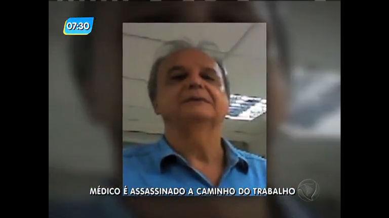 Médico morto durante assalto na av Brasil é enterrado no Cemitério do Caju