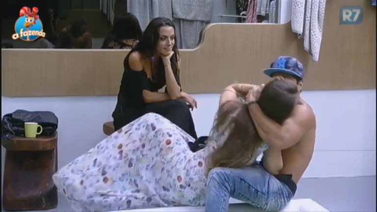 Estalinho: Douglas Sampaio rouba beijo de Rayanne Morais - A ...