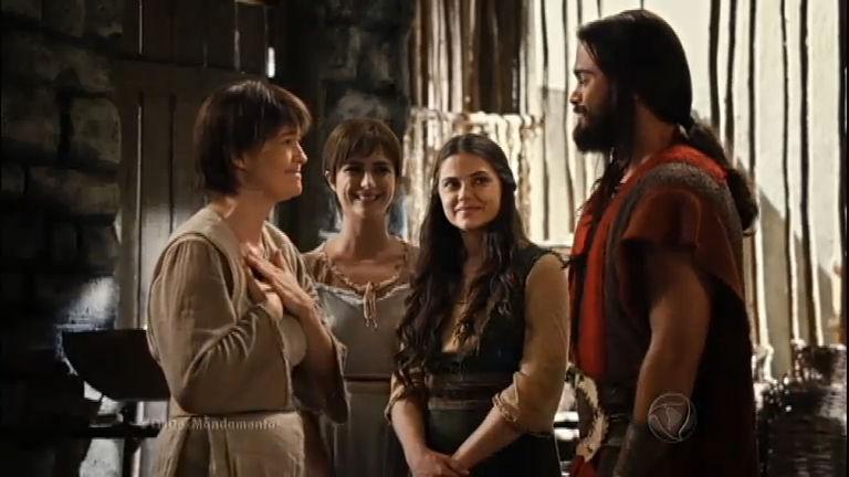 Oseias e Ana recebem a benção de Judite para se casarem