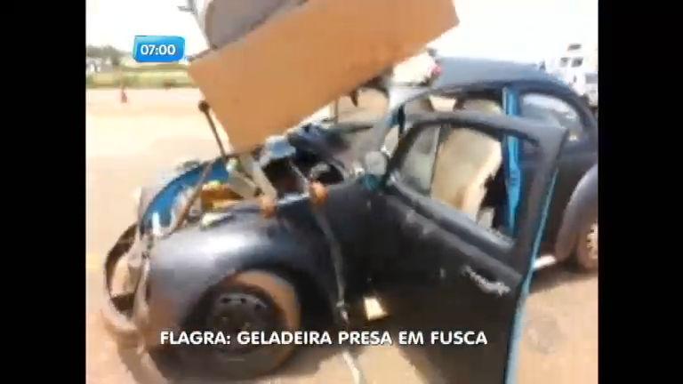 Motorista é autuado por carregar geladeira em fusca - Notícias - R7 ...