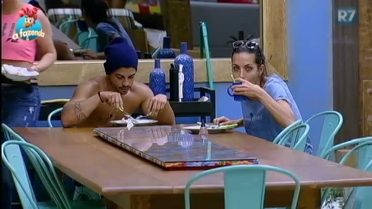 Irritada, Carla se recusa a ajudar Quelynah a fazer o almoço - A ...