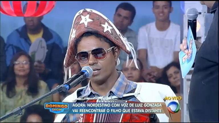 Nordestino com voz idêntica a de Luiz Gonzaga canta para ...