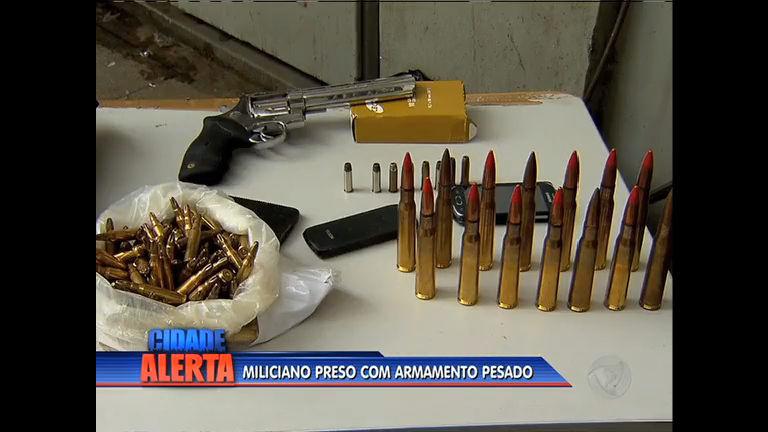 Suspeito de fazer parte da milícia é preso com munições de ponto 50
