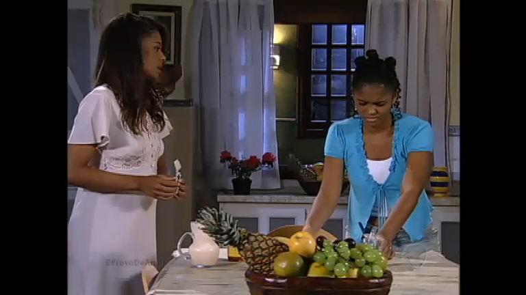 Lúcia passa mal e sua mãe fica desconfiada - Entretenimento - R7 ...