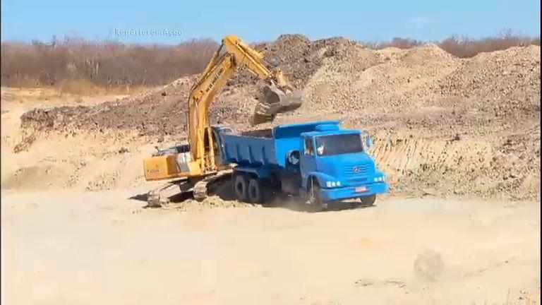 Homem de classe média constrói barragem guardar água no Sertão ...