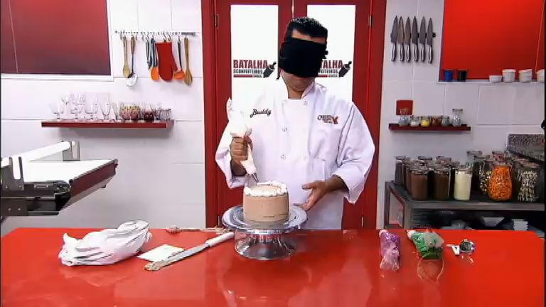 Desafio às cegas: confeiteiros encaram decoração de bolo com os ...