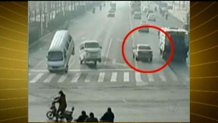 Acidente impressionante na China parece sem explicação, mas tem ...