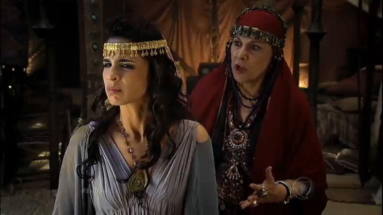 Mical se recusa a casar com Paltiel e Saul a agride